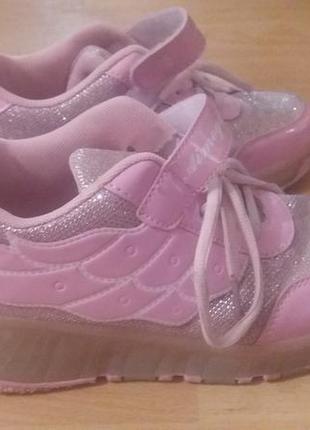 Светящиеся кроссовки на колесиках