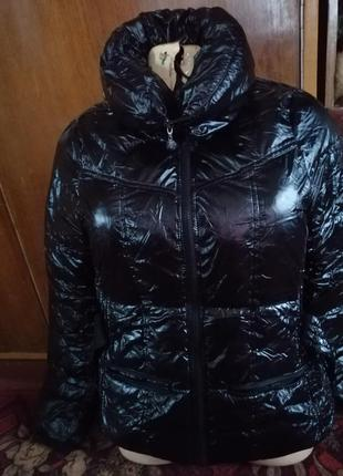 Only куртка на синтепоне.