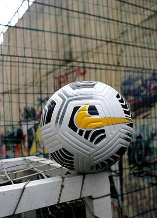 Футбольные мяг
