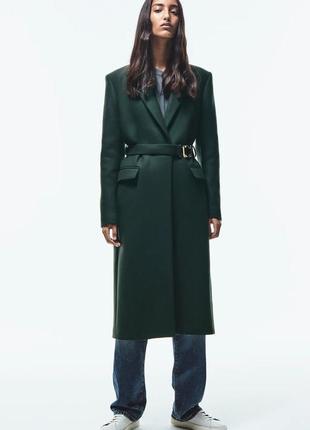 Пальто с поясом с пряжкой
