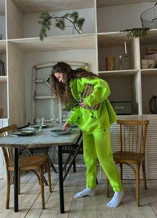 Спортивный костюм из трехнитки на флисе салатового цвета
