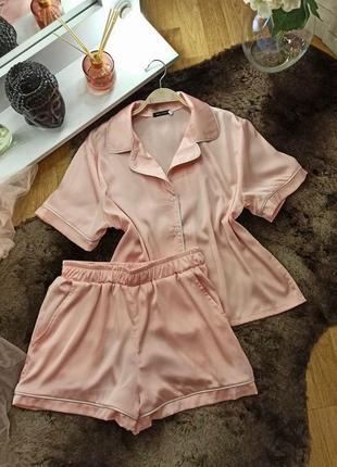 Шелковая женская розовая пижама шорты и футболка пудра