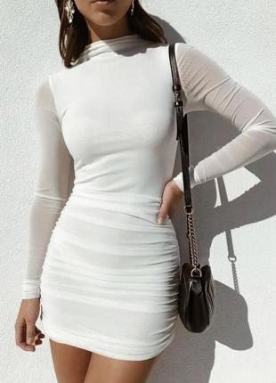 Белое платье силуэтное