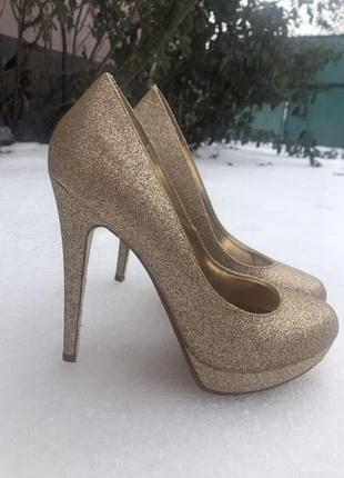 Шикарные блестящие туфли от shoe box
