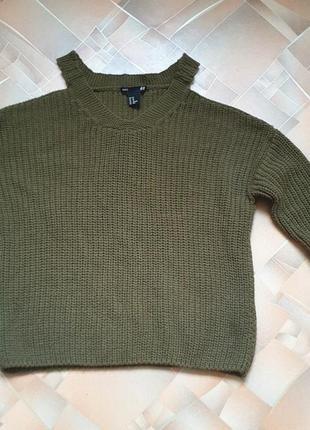 Кофта, свитер с открытыми плечами.