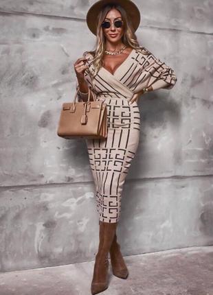 Вязаное платье футляр