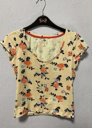 Цветастая футболка
