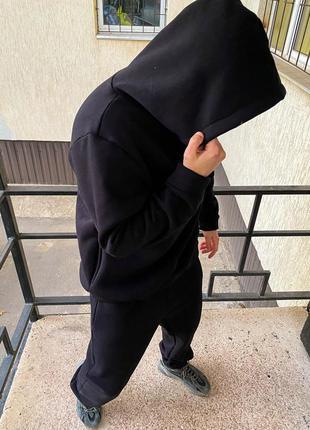Спортивный костюм оверсайз черного цвета теплый на флисе.