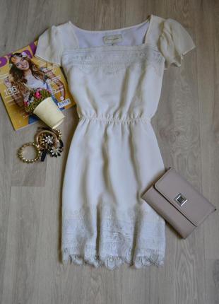 Короткое платье молочного цвета с кружевом river island