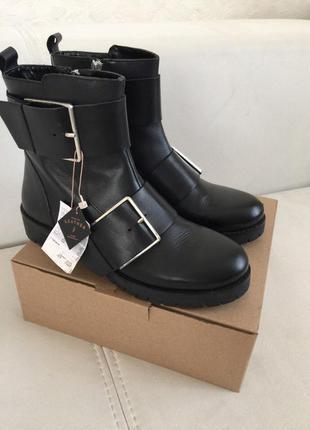 Новые кожаные ботинки stradivarius (36-39)
