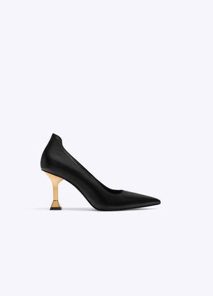 Кожаные туфли на шпильке от uterque оригинал новые 2020