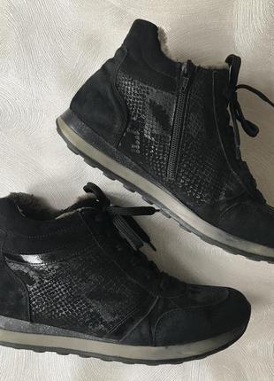 Зимние кожаные замшевые кроссовки на меху remonte кеды кожаные