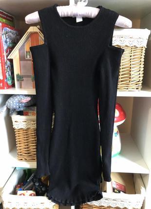 Платье в рубчик: открытые плечики