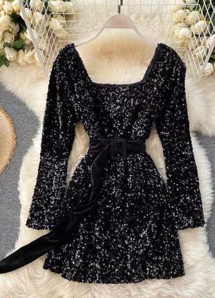 Платье усеянное пайетками с поясом🤩