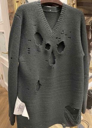 Рваный свитер vetements