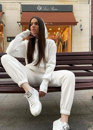Теплый белый спортивный прогулочный костюм оверсайз на флисе