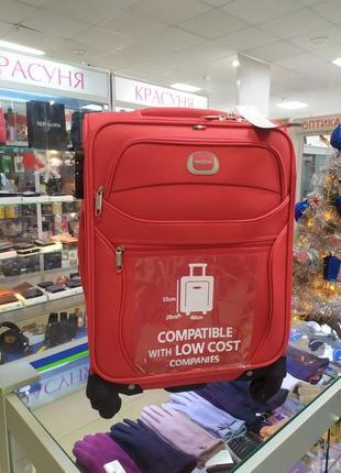 Маленький чемодан,ручная кладь на 4 колесах.