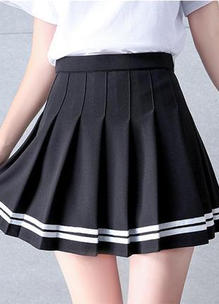 Короткая юбка в складку с полосками