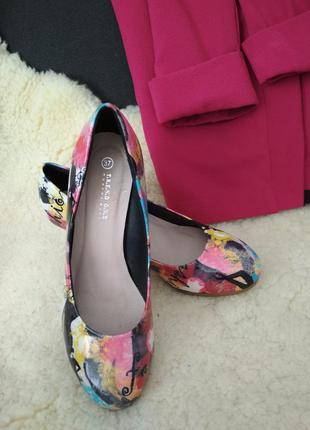 Лаковые туфли устойчивый каблук