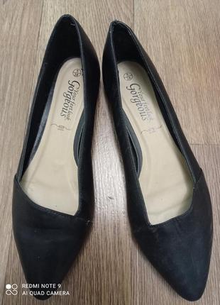 Туфли на низком каблуке, лодочки р.37. gorgeous