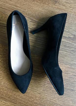 Классические замшевые  туфли-лодочки