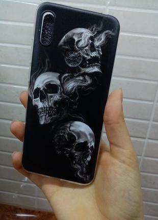 Чехол на телефон huawei с черепами