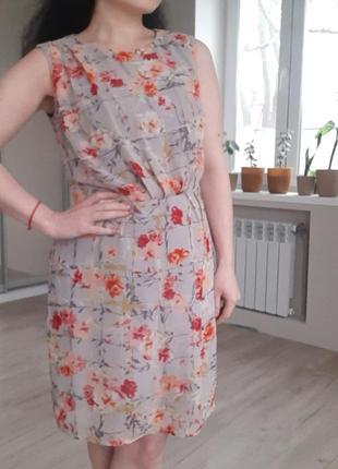 Летнее платье без рукавов