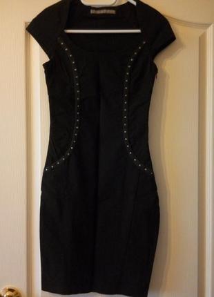 Силуэтное плотное платье zara p.xs
