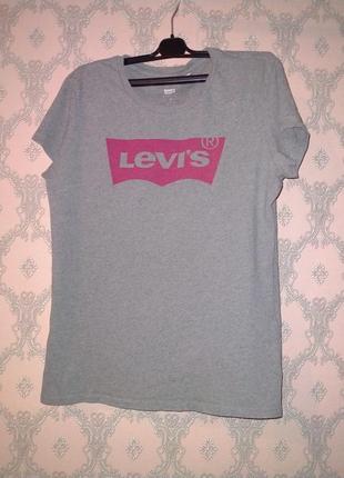 Женская серая футболка от levi's