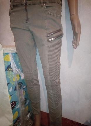 Серые джинсы  divided h&m