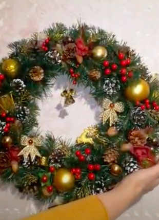 Рождественский венок, большой пушистый,  с шишками.