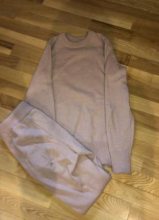 Вязаный шерстяной костюм1 фото