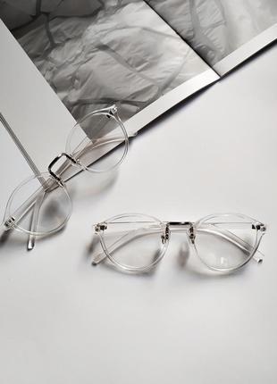 Имиджевые очки в прозрачной оправе