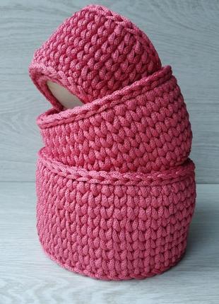 Комплект вязаных интерьерных корзин из полиэфирного шнура с дном из фанеры.
