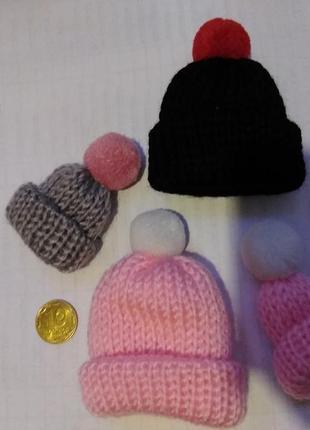 Вязанная брошка-шапочка,1 шт -30грн