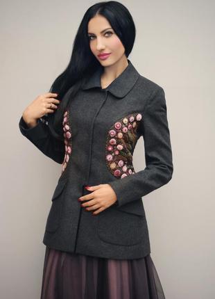 """Нарядный пиджак с ручной вышивкой """"сиреневый туман"""""""
