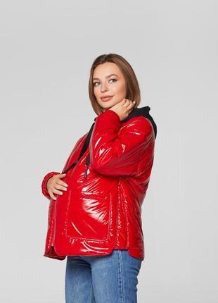 Весенняя лаковая куртка для беременных