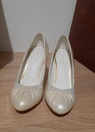 Туфли с камнями . каблук