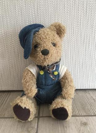 Мягкая плюшевая игрушка мишка в костюме тедди
