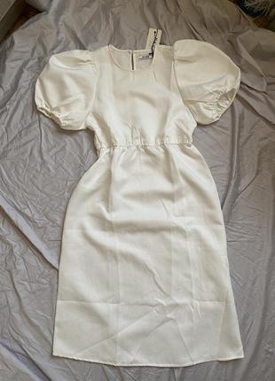 Платье миди с объёмными рукавами