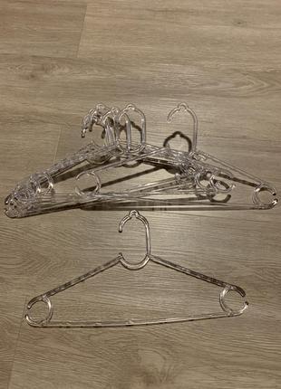 Вешалка вешалки прозрачные пластик