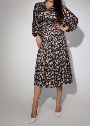 Красивенькое платье винтаж в мелкие цветочки