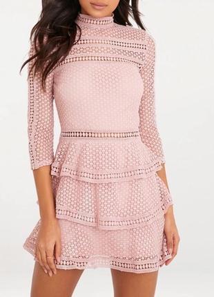 Нарядное ажурное платье prettylitlething
