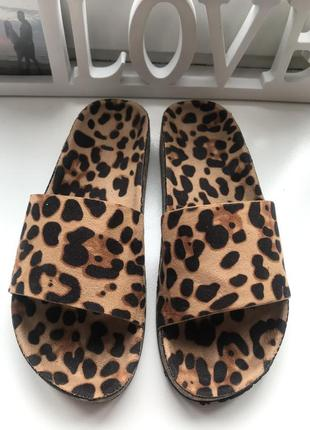 Шлёпанцы леопард пробка