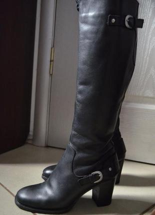 Демисезонные сапоги на каблуке