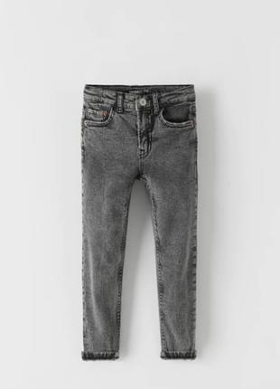 Стильные джинсы скинни с еффектом потертости для мальчика zara испания