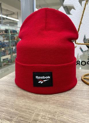 Красная шапка reebok