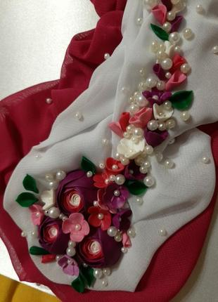 Папка для свидетельства о браке в белом атласе и с цветами ручной лепки