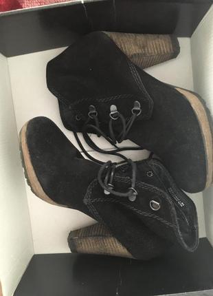 Ботинки на каблуке на осень mango