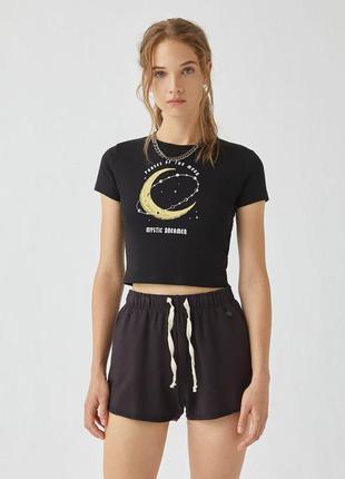 Нова з бутіка чорна футболка топ з контрастним зображенням.